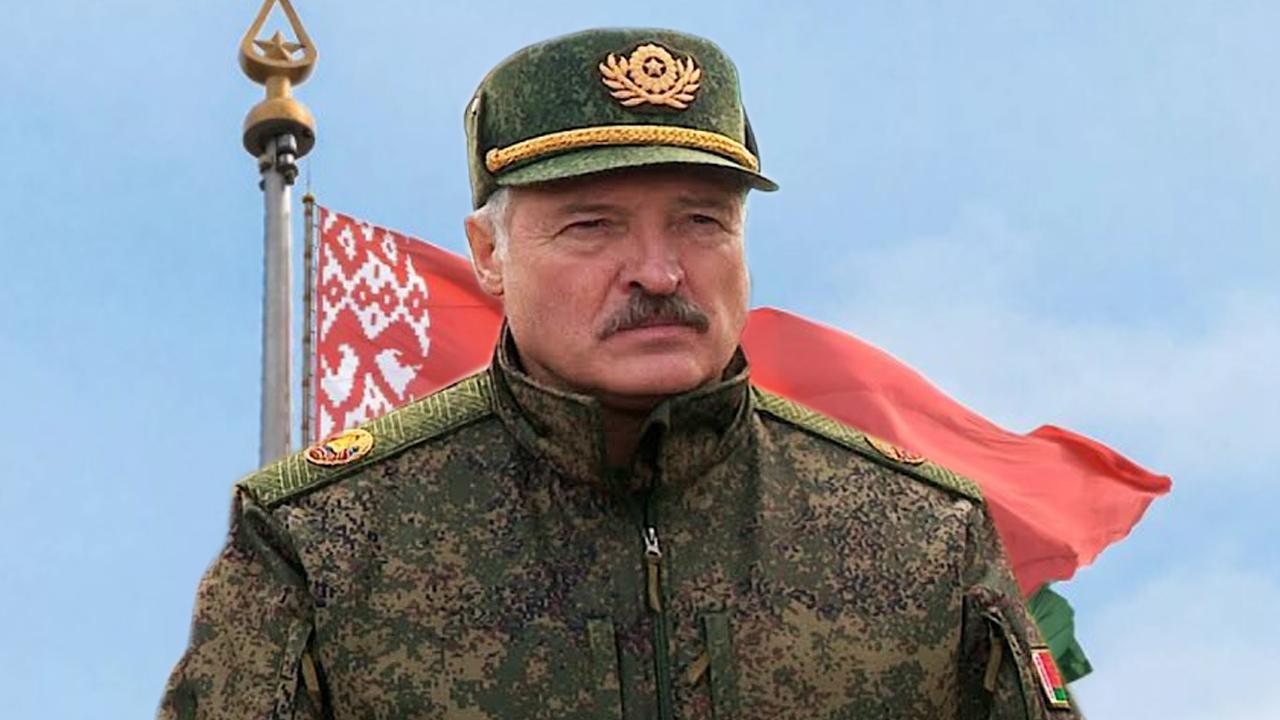 Лукашенко готовится ввести в Беларуси военное положение ( политолог )