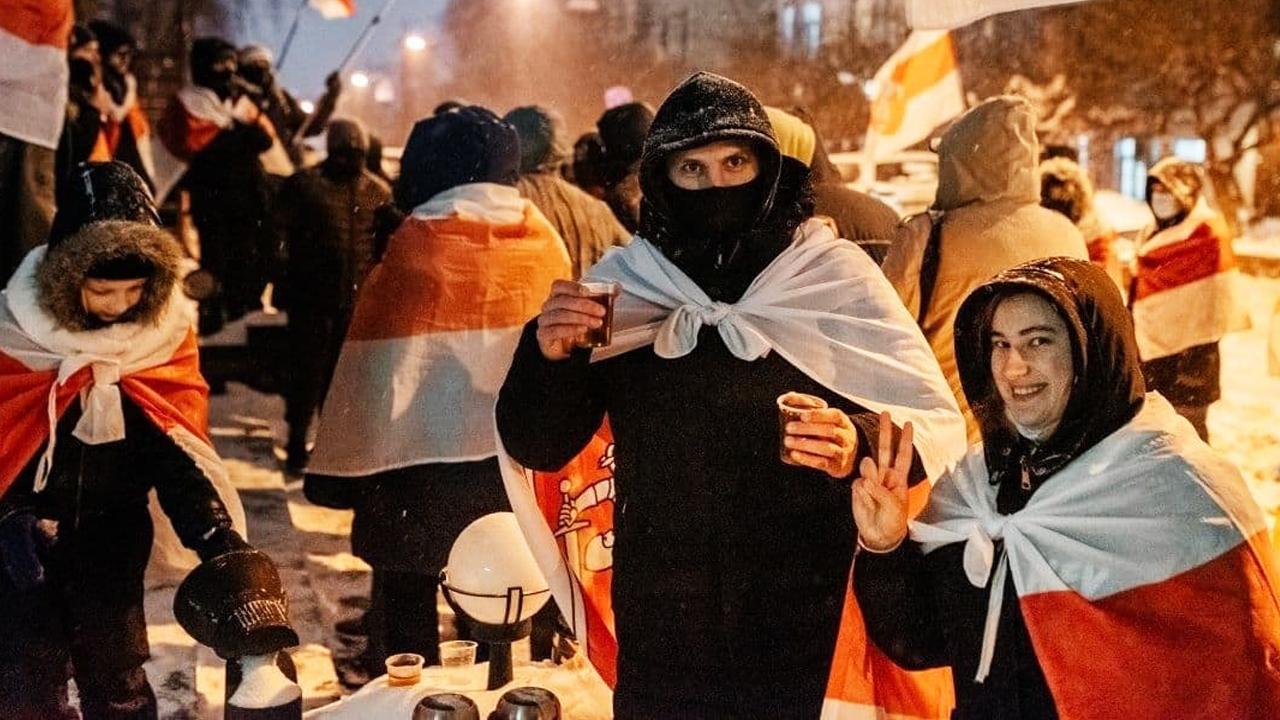 Белорусы Киева провели яркую акцию против Таракана