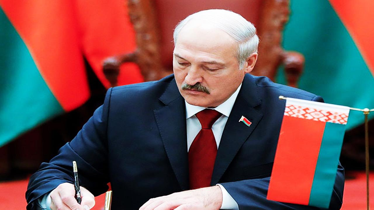 Лукашенко подписал декрет о передаче власти Совбезу в случае его гибели