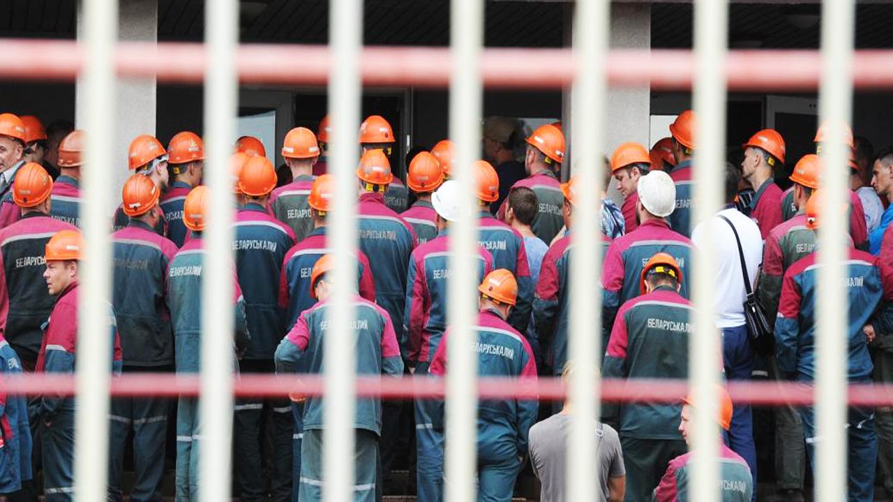 Рабочих могут уволить за призыв к политической забастовке
