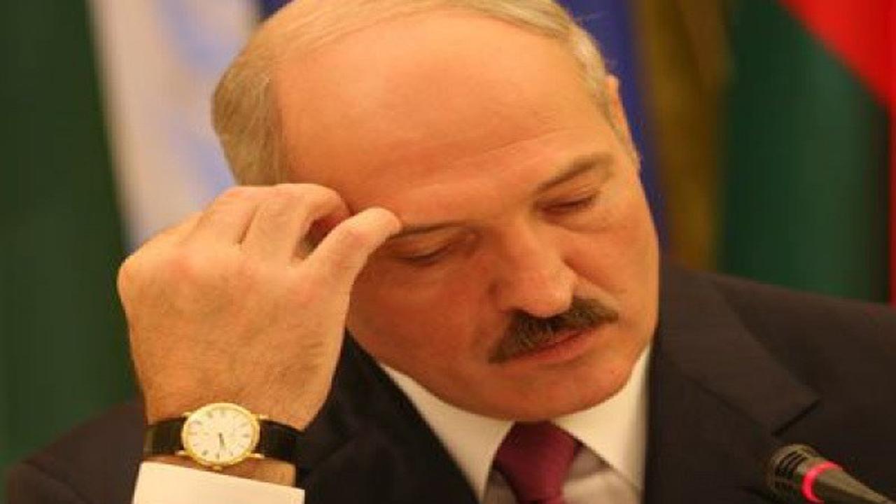 Президент Лукашенко заявил, что его дорогие часы ему подарил Назарбаев