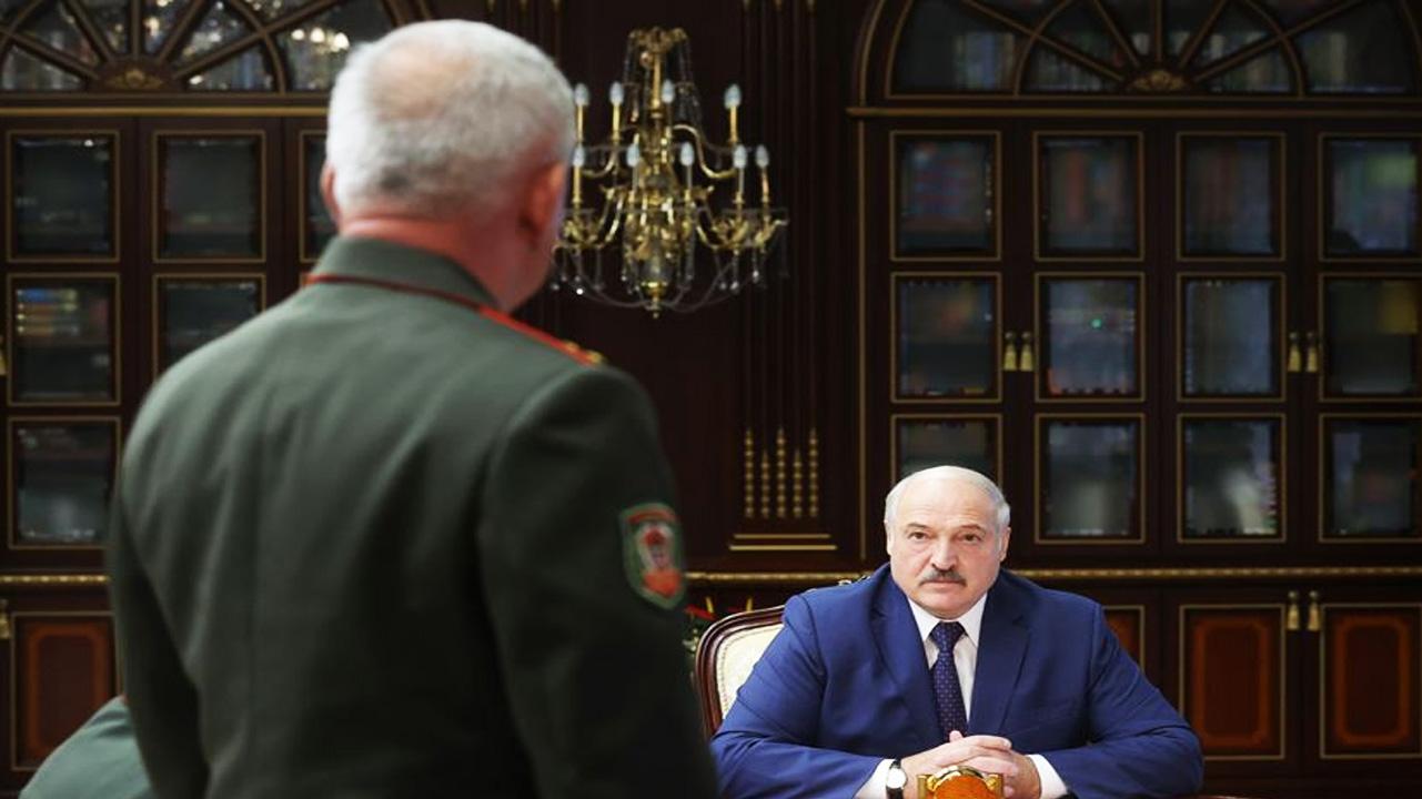 Лукашенко: «Ни одна нога на территорию Беларуси с сопредельной стороны ступить не должна… Ну нацисты и все, чего о них говорить»