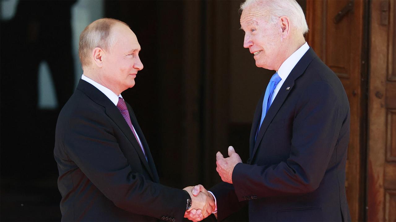 То, что Путину якобы достаточно захотеть и он сбросит Лукашенко, — это миф, который распространяется российскими экспертами