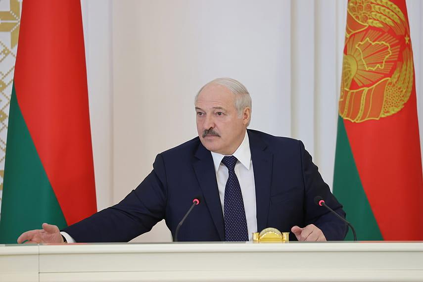 Лукашенко: Россия поставит в Беларусь современное вооружение