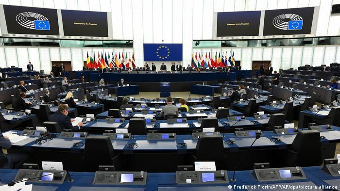 Евродепутаты призвали немедленно вынести преступления Лукашенко на рассмотрение Международного уголовного суда.