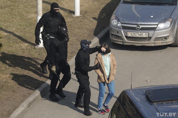 Весенний хапун: Теперь в Минске становится опасно даже просто гулять