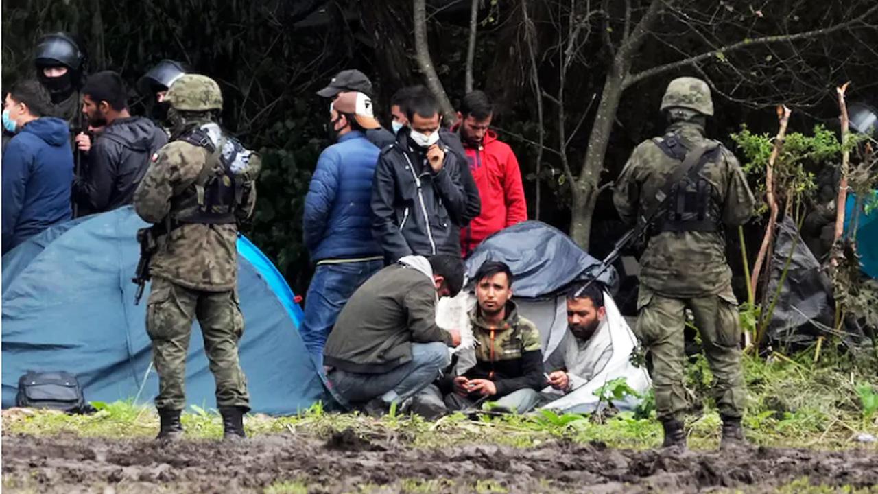 Лукашенко эксплуатирует мигрантов как оружие против своих соседей. ЕС должен остановить его.