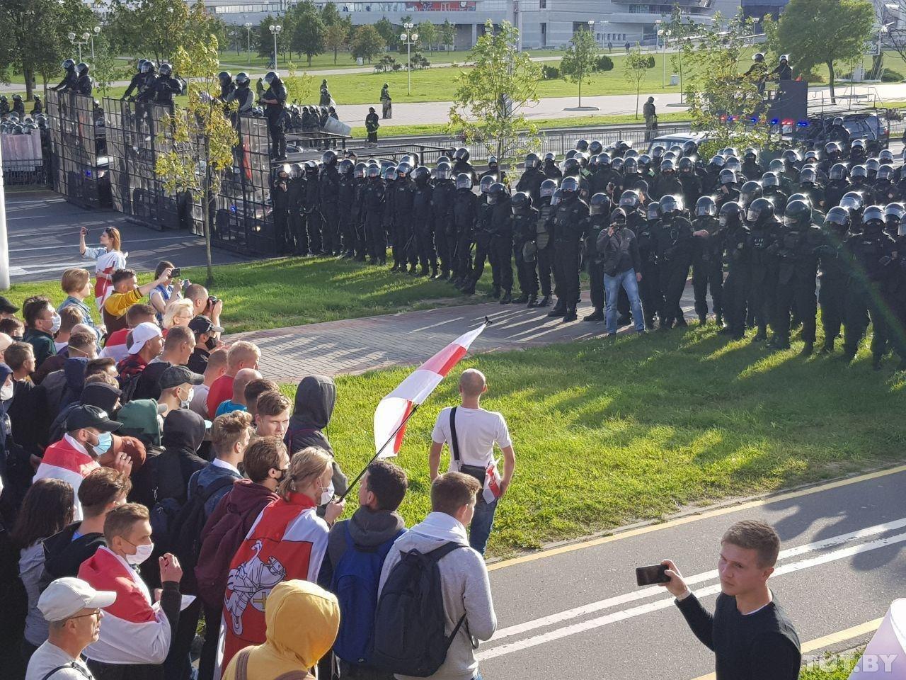 Лукашенко разрешил стрелять боевыми по участникам протестов
